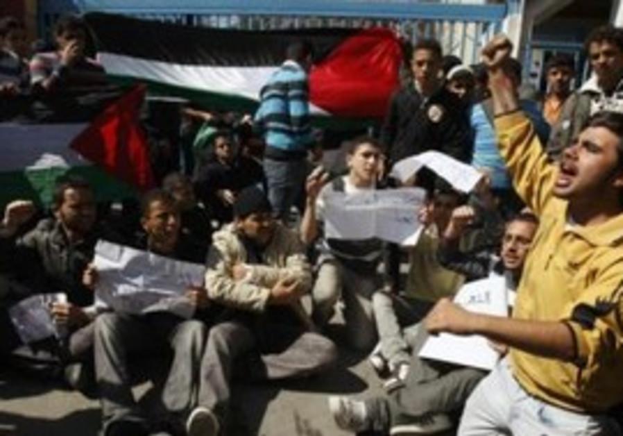 Palestinains at pro Hamas Fatah unity rally