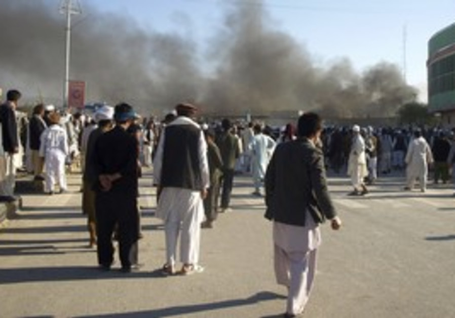 Afghani protesters after UN attack