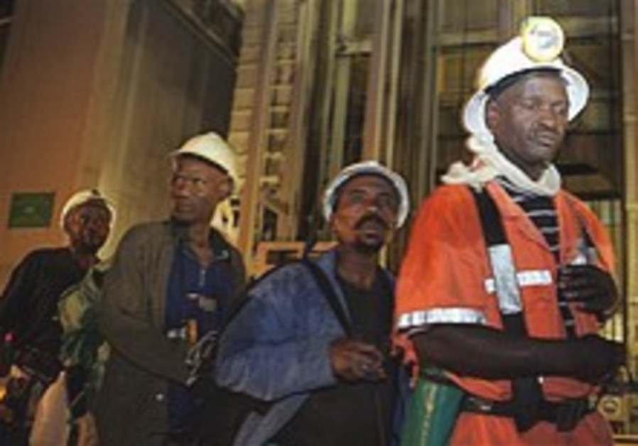 Rescue op underway to free 3,200 workers from S. African mine