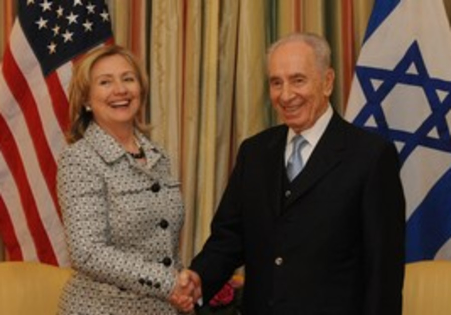 Hillary Clinton with President Shimon Peres