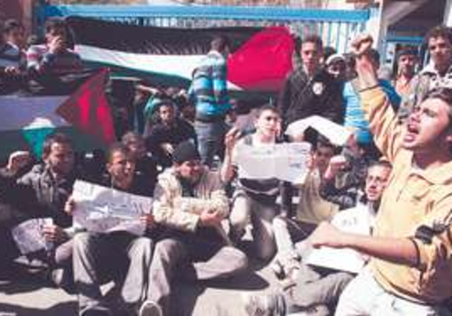 Palestinian demonstrators call for reconciliation