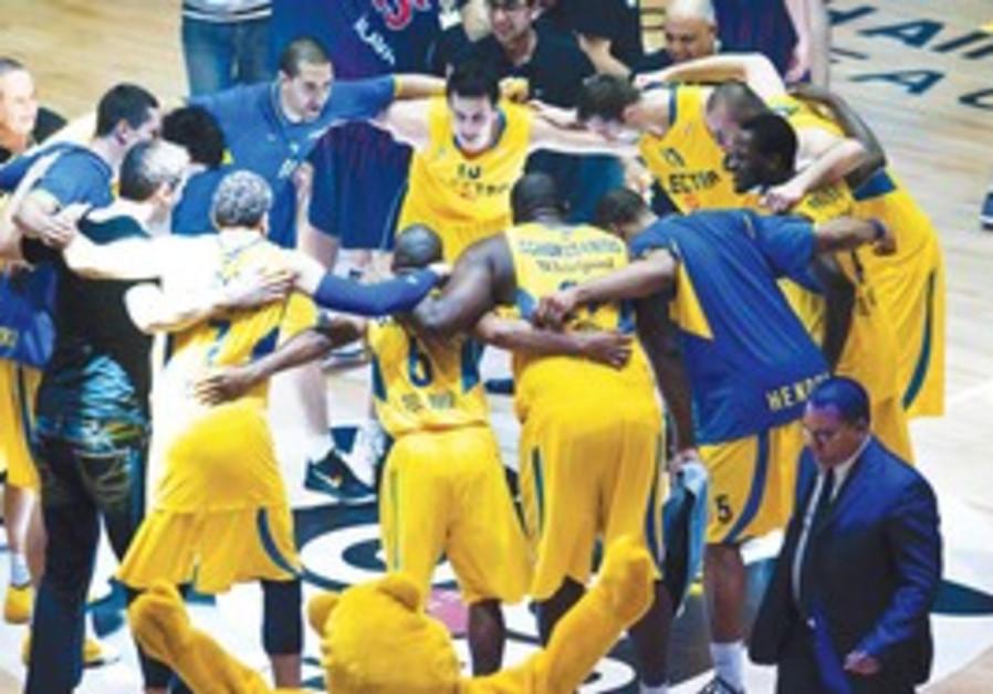 Maccabi Tel Aviv huddle before game