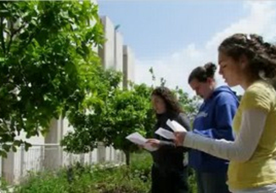 Bar Ilan students welcome spring with a blessing