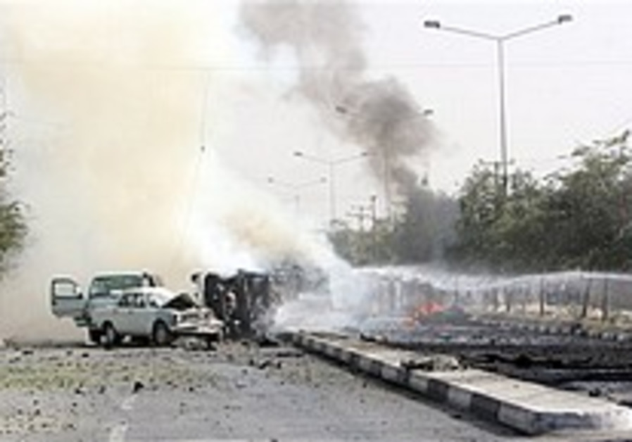 Kabul suicide car bomb kills US soldier, 4 Afghans