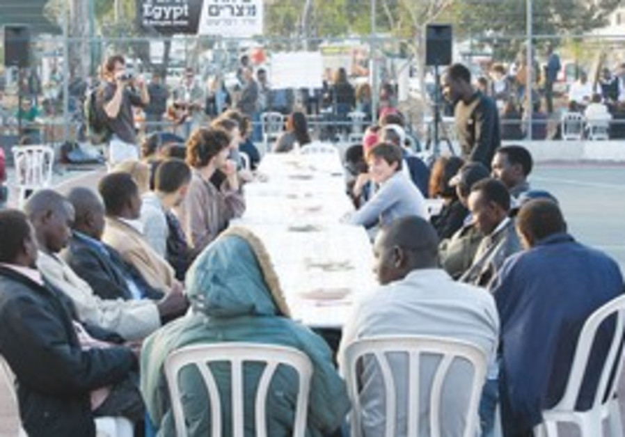 Hundreds of migrants hold an early Seder in TA.