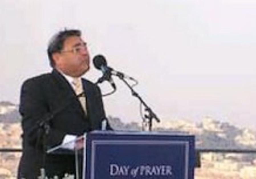 Defying chief rabbinate, Riskin joins Christian J'lem rally