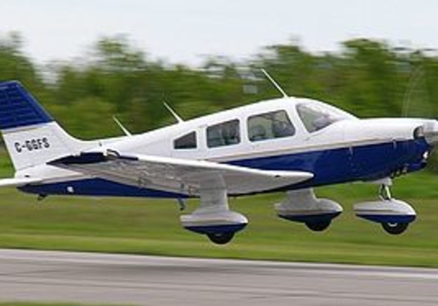 A Piper Cherokee light aircraft