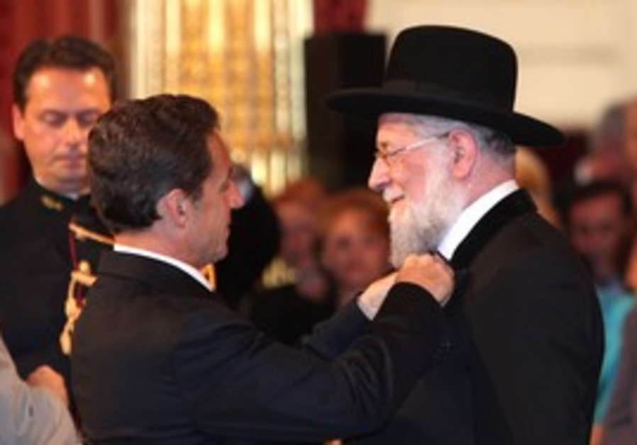 Rabbi Meir Lau receives Legion of Honour