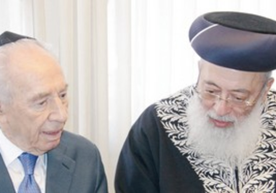 Peres with Sephardi Chief Rabbi Shlomo Amar