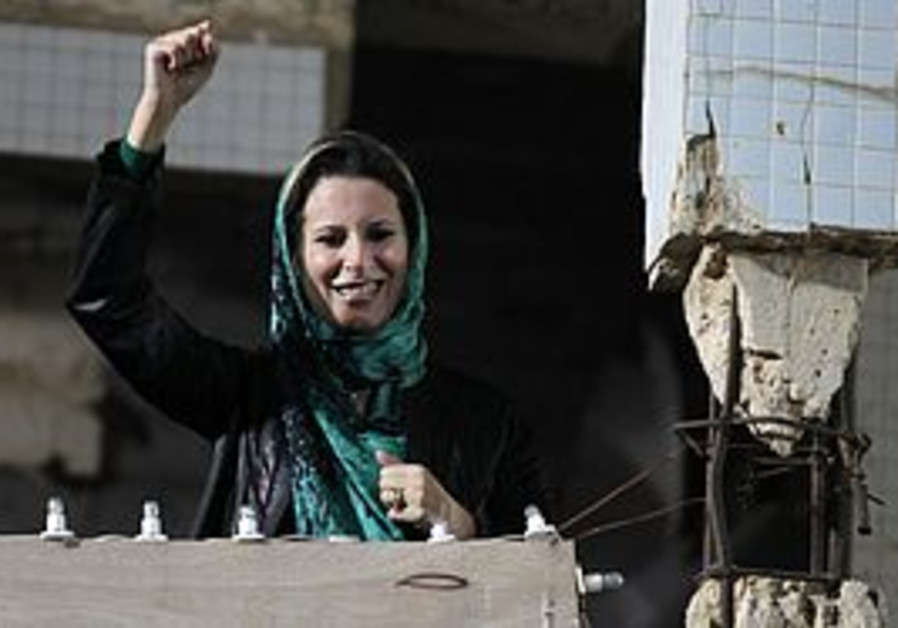 Aisha Gaddafi waves to supporters