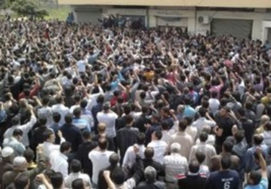 Thousands of Syrians protest in Banias