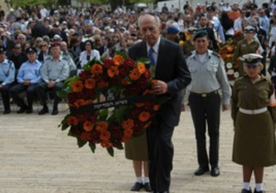 President Peres at wreath laying ceremony