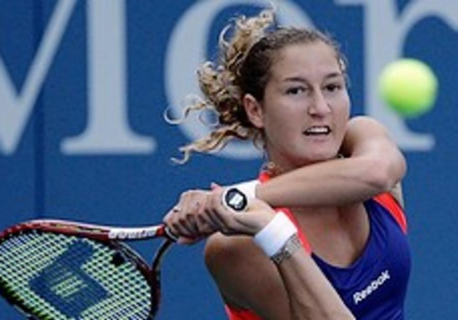 Pe'er returns to Kuznetsova during their third rou