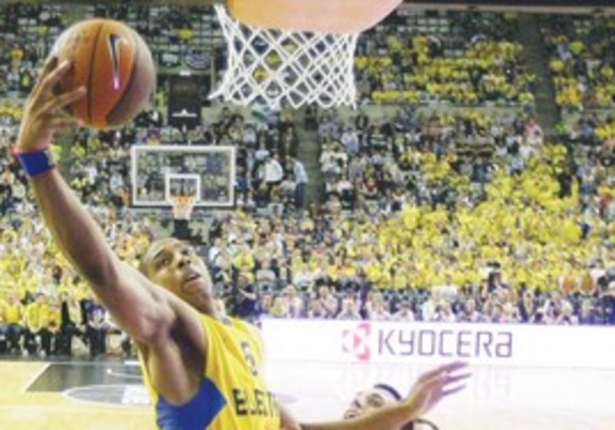 Maccabi Tel Aviv's Richard Hendrix