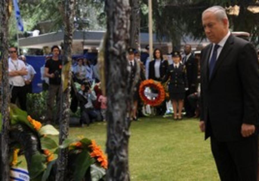 Netanyahu lays a wreath for fallen soldiers, J'lem