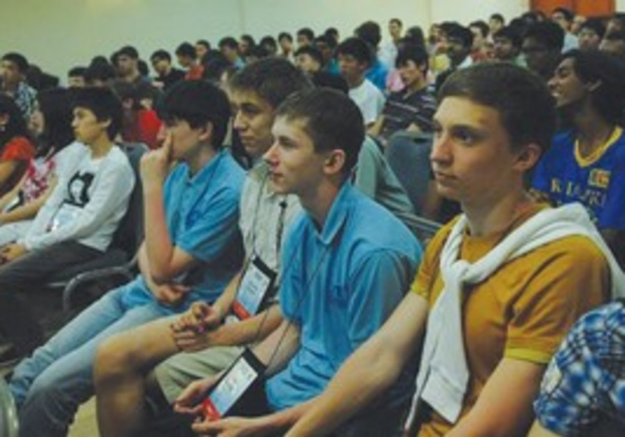 Asian Physics Olympiad students at a TAU lecture.