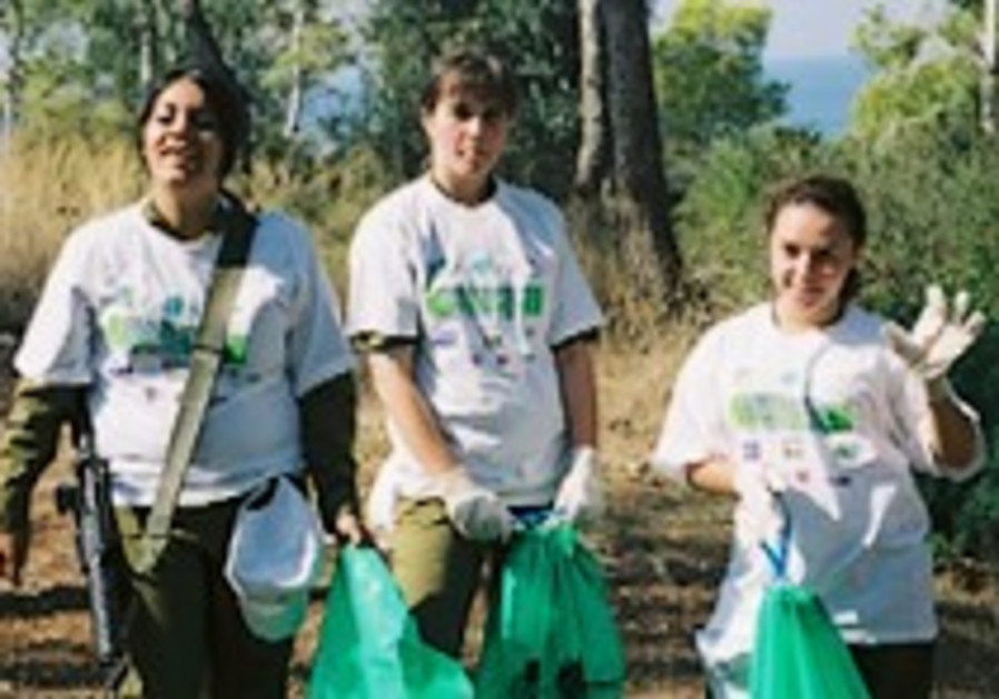 KKL-JNF: Clean Up the World day - Israel 2007 from the USA and Australia to the Negev