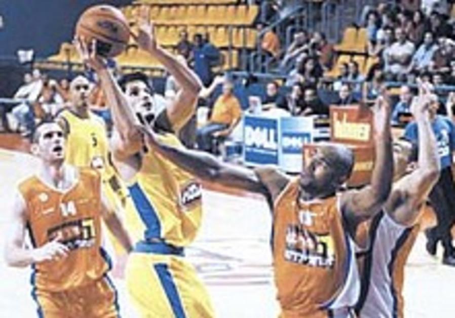 Local Hoops: Vujcic returns for Mac TA in preseason victory