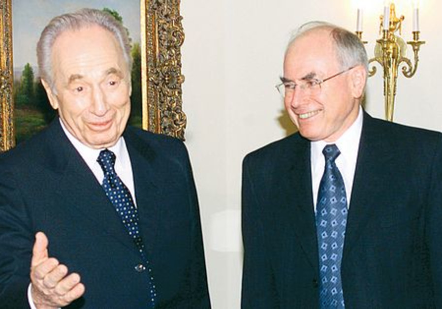 Shimon Peres with Australian PM John Howard
