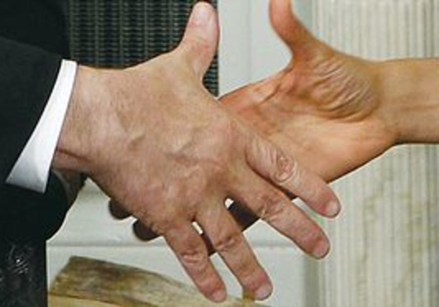 Obama and Netanyahu shake hands