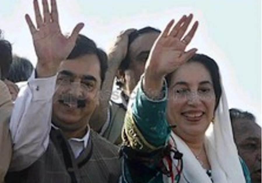 Former PM Benazir Bhutto returns to Pakistan