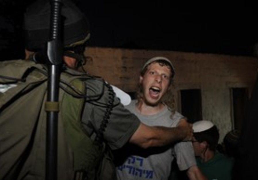 Jewish worshipper clashes with soldier, Nablus.