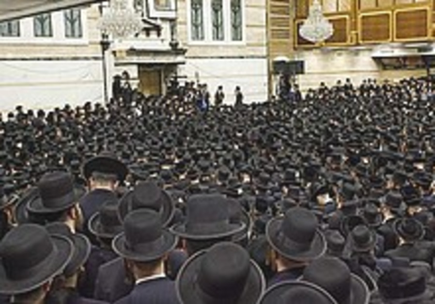 Chabad hassid donates kidney to member of rival Satmar sect