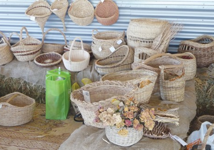 Basket weaving in Derech Hatavlinim.