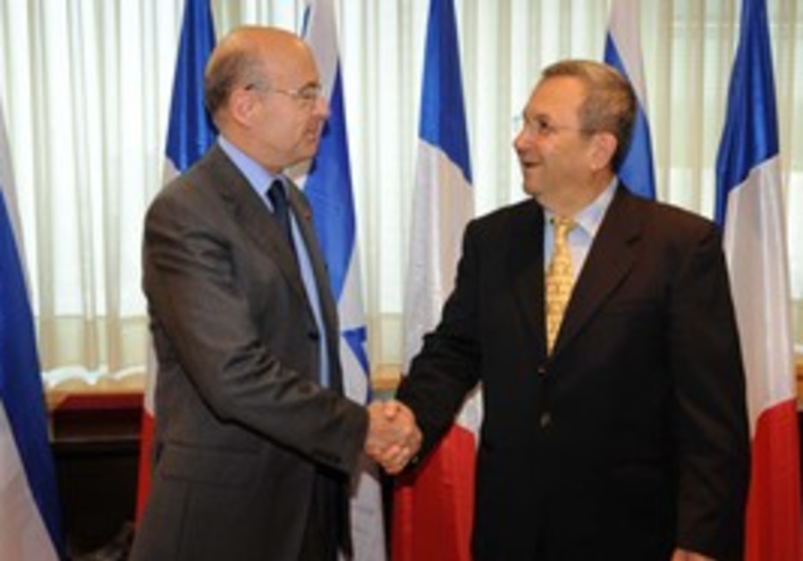 Ehud Barak meets French foreign minister Juppe