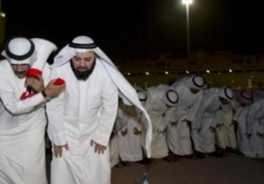 Opposition lawmaker leads prayers in Kuwait