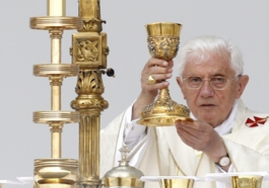 Pope Benedict leads a mass in Zagreb