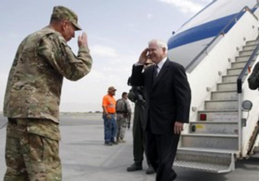 Robert Gates is greeted by General David Petraeus