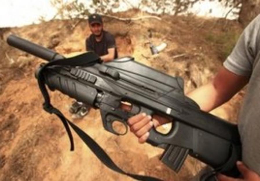Libyan rebel shows gun taken from Gadaffi forces