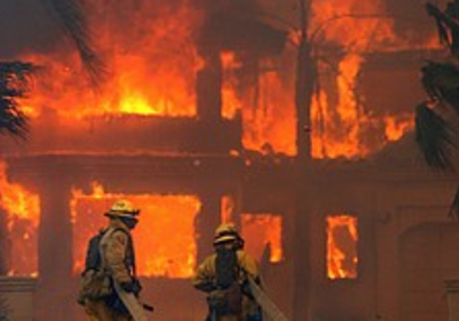Quarter-million people urged to flee as fires menace southern California