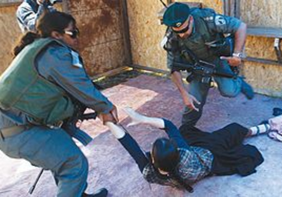 Police remove settlers from Mitzpeh Ramon