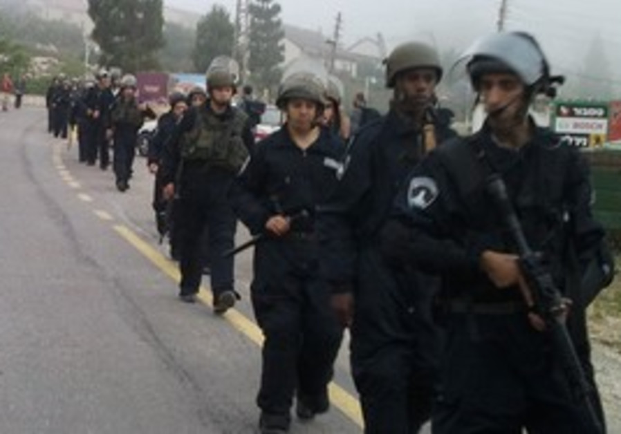 Police entering Yitzhar settlement