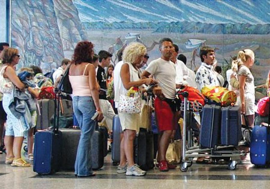 Israelis queue at the airport.
