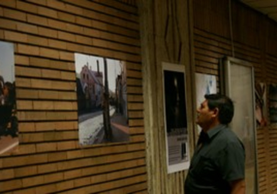 Romania Holocaust photo exhibit