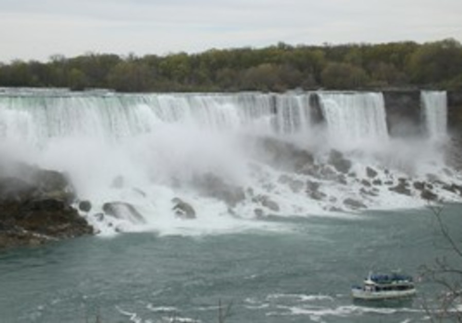 Niagra: Still a favorite site for newlyweds