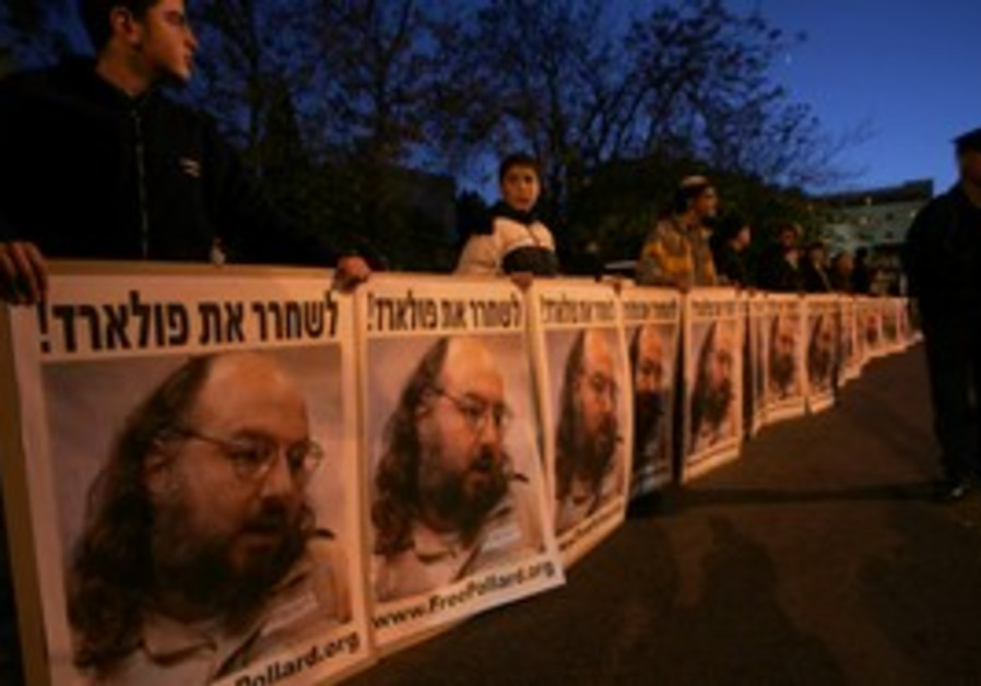 Israeli protesters call for Pollard's release.