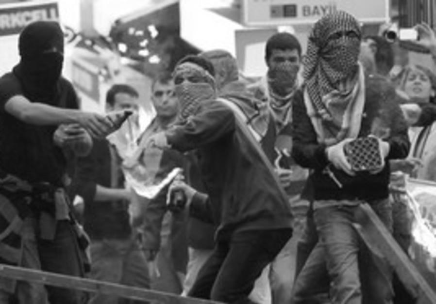 Kurdish demonstrators in Istanbul
