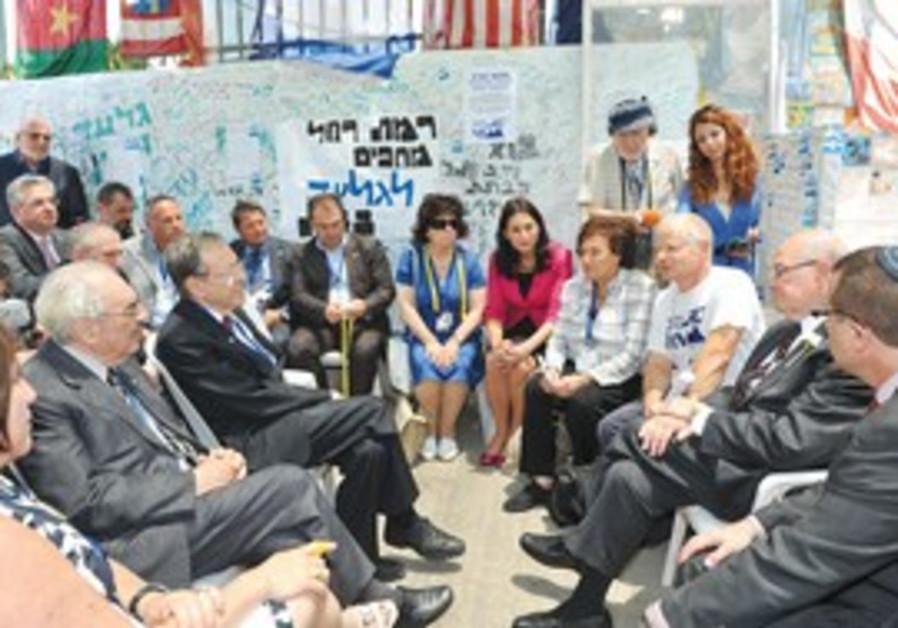 Jewish parliamentarians meet with Schalit family.