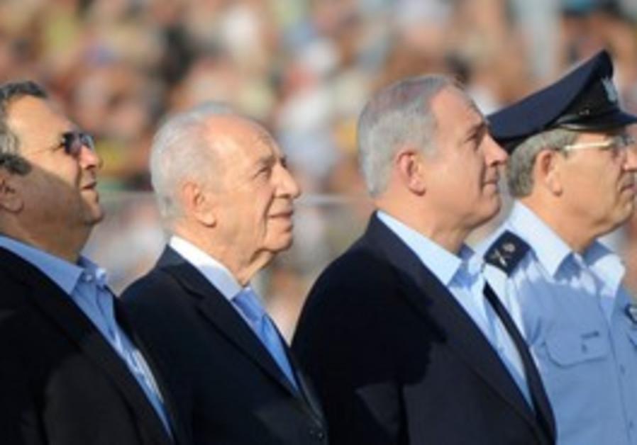 Barak, Peres, Netanyahu at IAF pilot's graduation