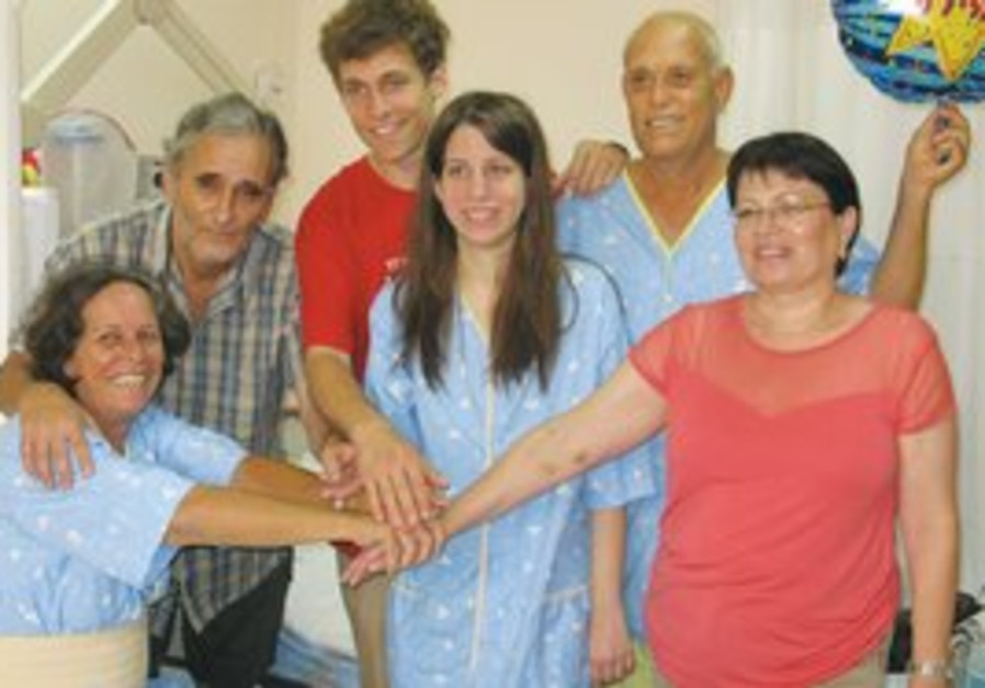 Kidney organ donors and recipients pose for camera