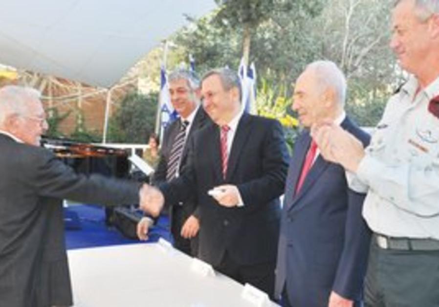 Amos Horev (L) awarded at Beit Hanassi.