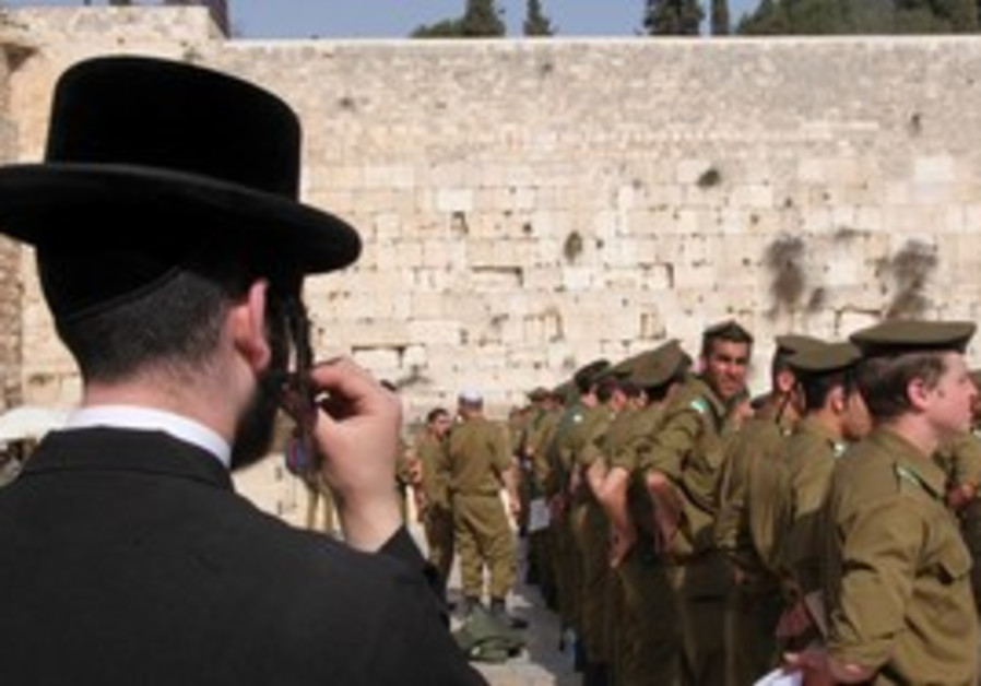 Haredim and soldiers at western wall