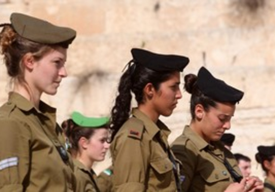 Female IDF soldiers at western wall