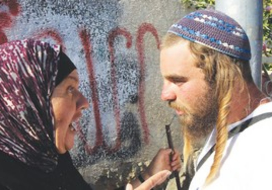 Confrontation between Palestinian woman and right