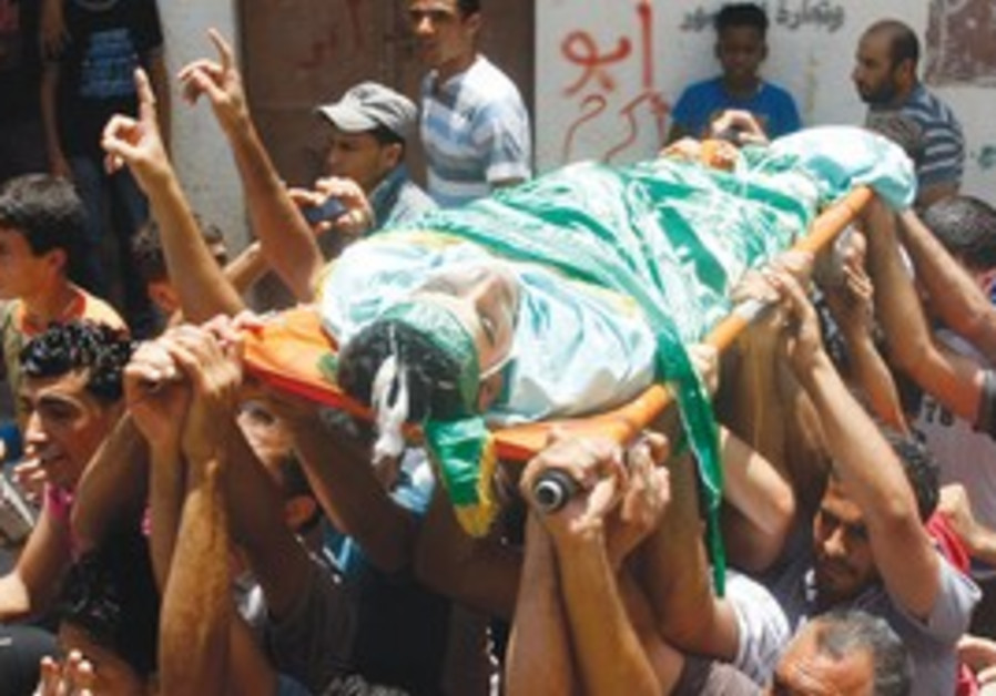 Palestinians carry body from IDF Nablus raid