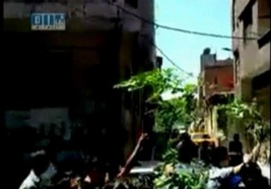 Syrians defy crackdown